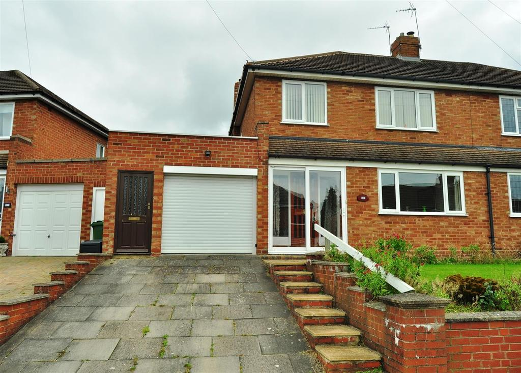 3 Bedrooms Semi Detached House for sale in Cherry Orchard Crescent, Halesowen