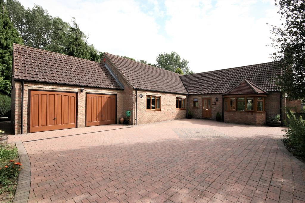 3 Bedrooms Detached Bungalow for sale in New Road, Sutton Bridge, PE12