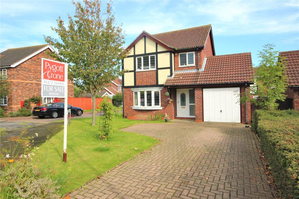 3 Bedrooms Detached House for sale in Louth Road, Holton Le Clay, DN36