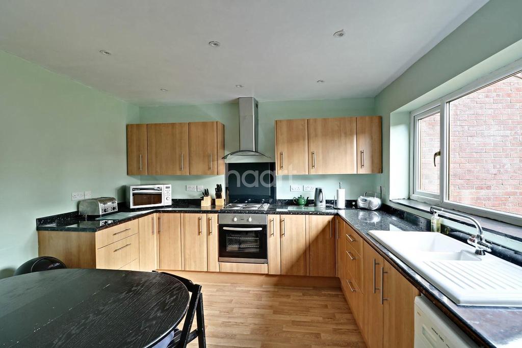 3 Bedrooms Semi Detached House for sale in Chestnut Crescent, Bassingham