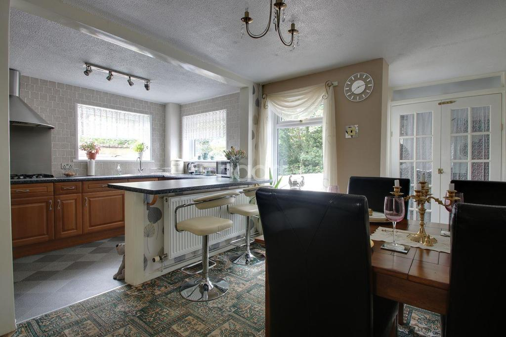3 Bedrooms End Of Terrace House for sale in Northampton Close, Whitleigh