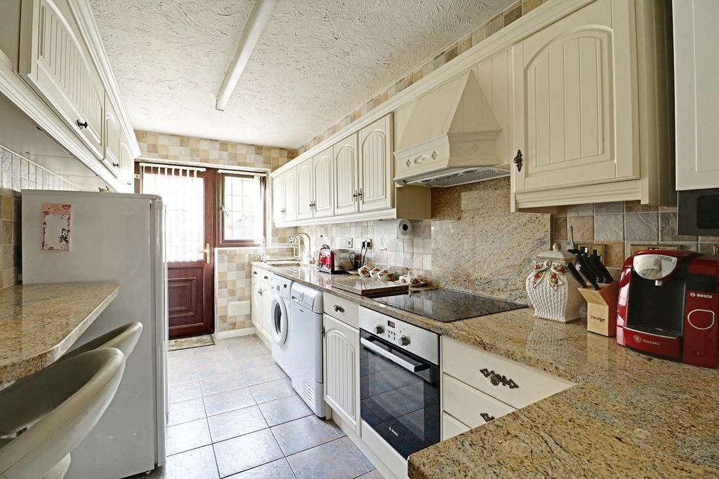 4 Bedrooms Terraced House for sale in Fitzwarren, Shoeburyness