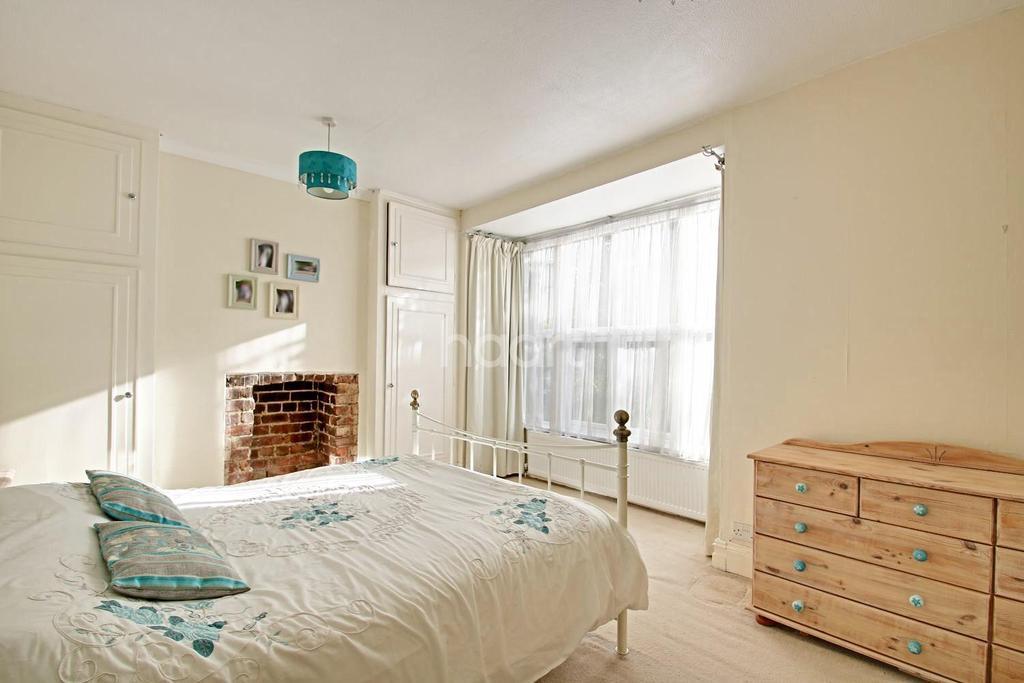 3 Bedrooms Terraced House for sale in Wellingborough Road, Rushden