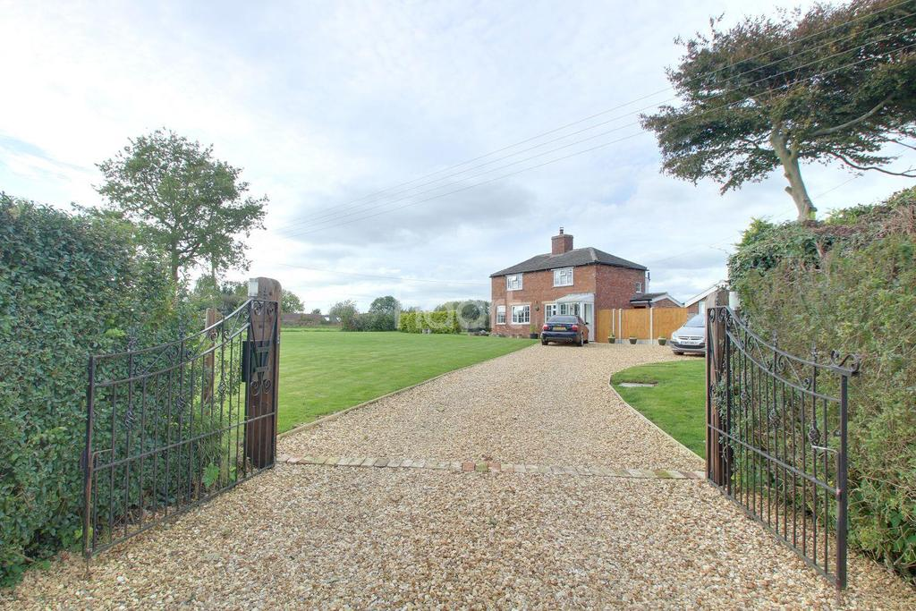3 Bedrooms Detached House for sale in Wickenby, Lincolnshire