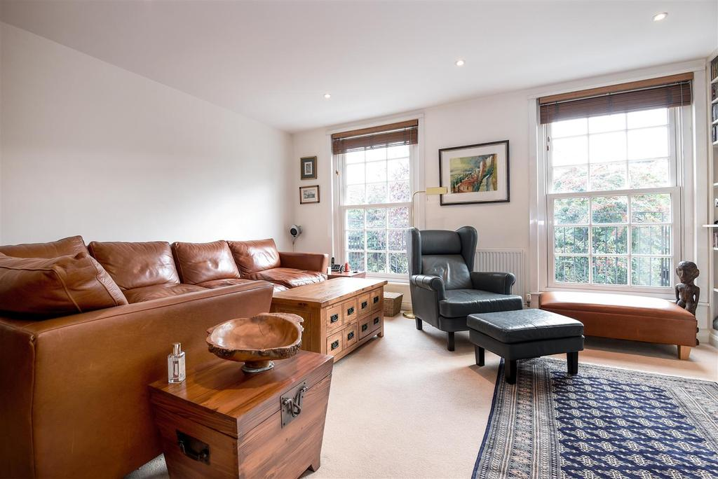 4 Bedrooms Town House for sale in Wallorton Gardens, London