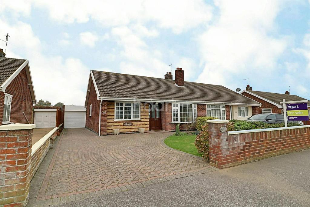 2 Bedrooms Bungalow for sale in Middle Way, Gunton
