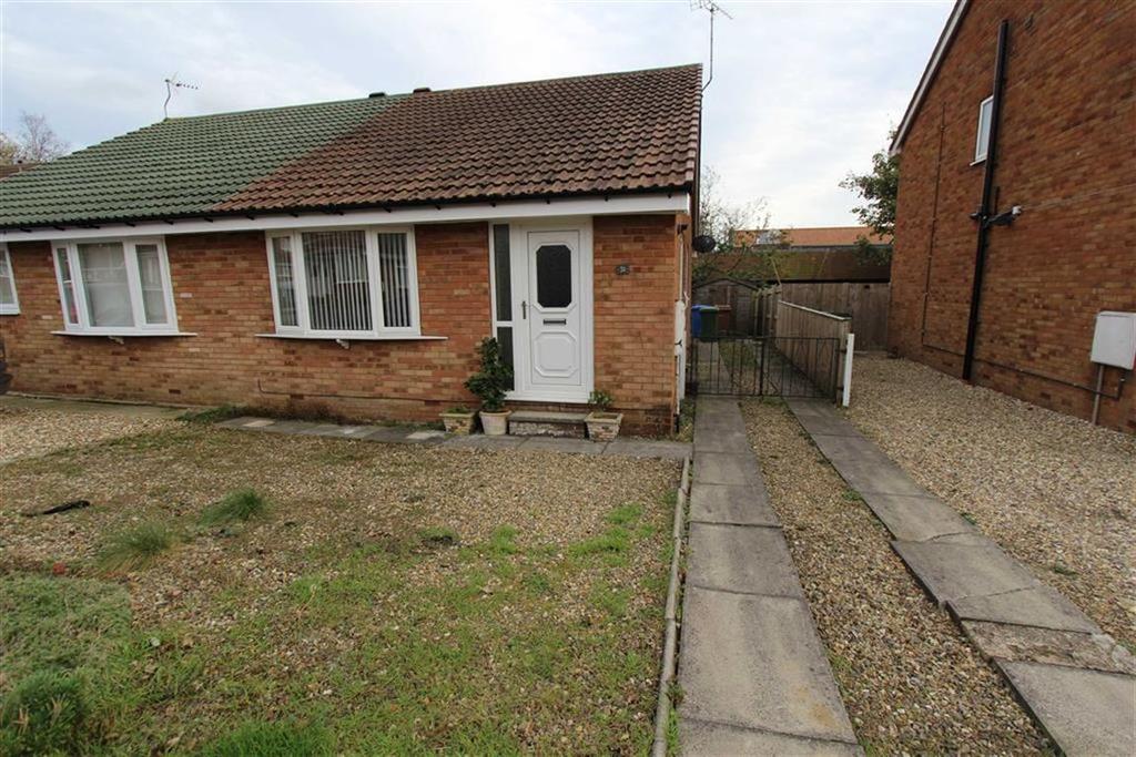 2 Bedrooms Semi Detached Bungalow for sale in Headlands Close, Bridlington, East Yorkshire, YO16