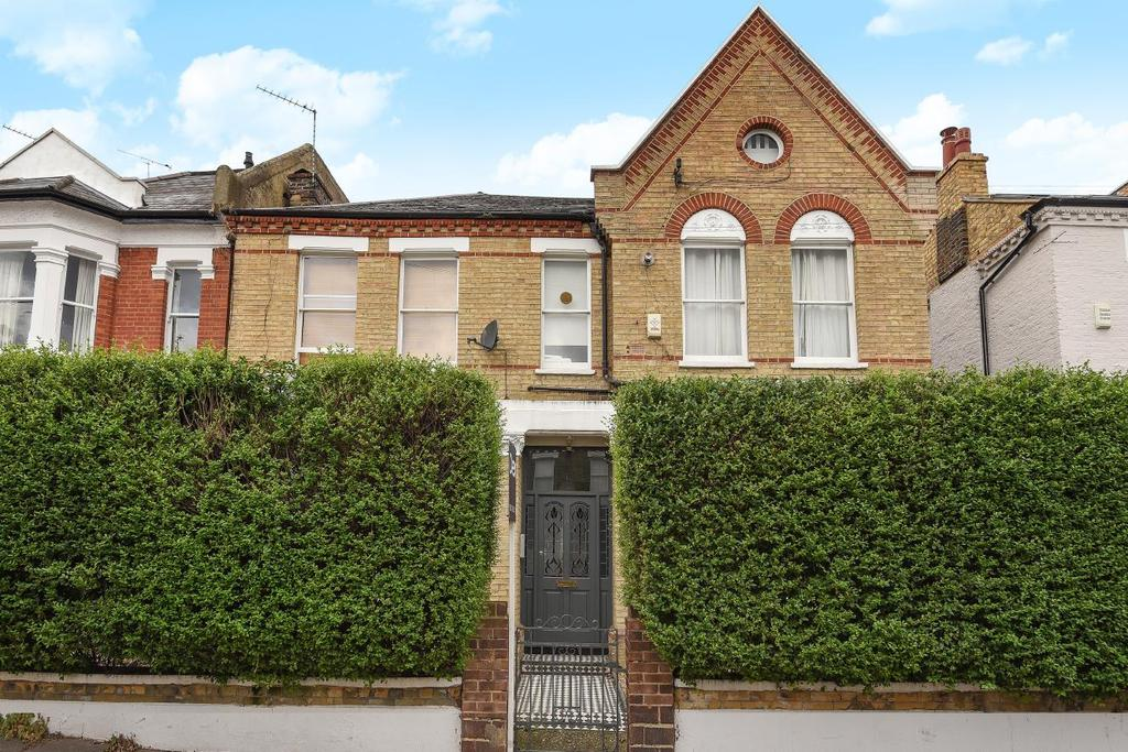 2 Bedrooms Flat for sale in Sugden Road, Battersea
