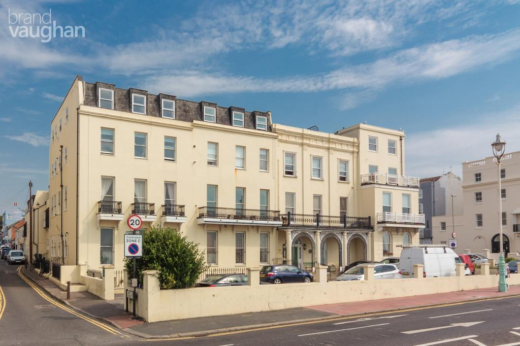 2 Bedrooms Flat for rent in Chain Pier House, Marine Parade, Brighton, BN2