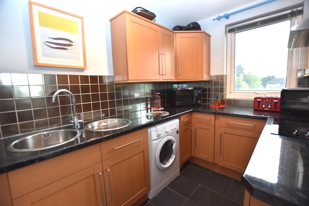 1 Bedroom Flat for sale in Porchester Mead Beckenham BR3
