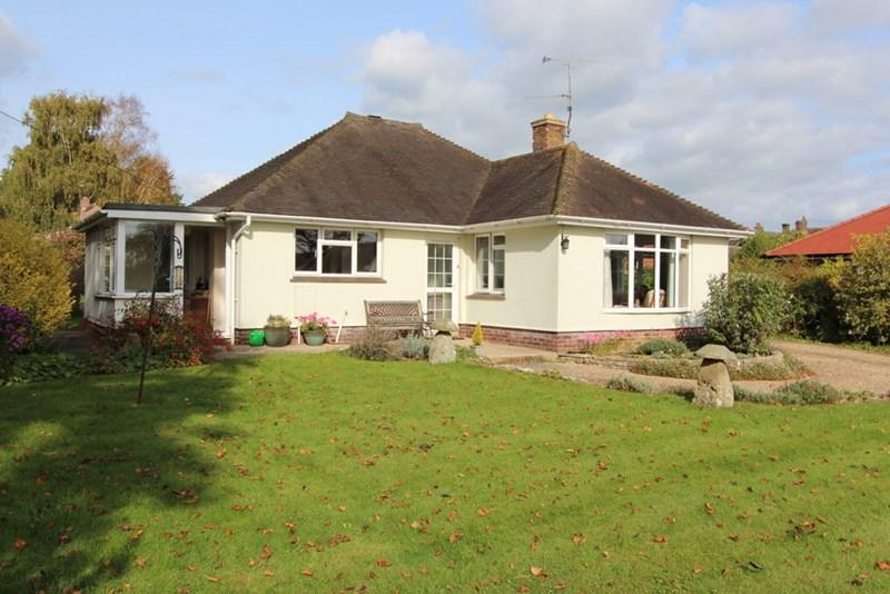 2 Bedrooms Detached Bungalow for sale in Sturminster Newton, Dorset