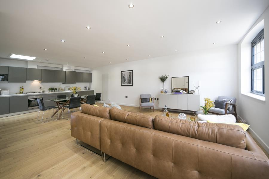 3 Bedrooms House for sale in 15a Hatcham Mews, London, SE14