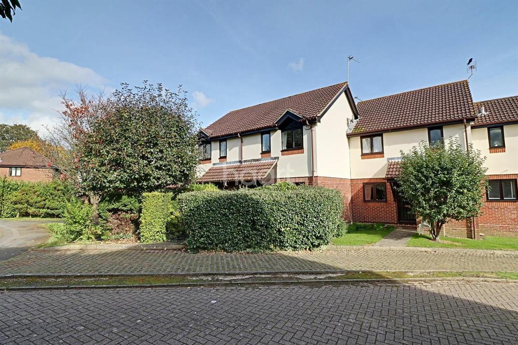 2 Bedrooms Terraced House for sale in Sandringham Road, Petersfield
