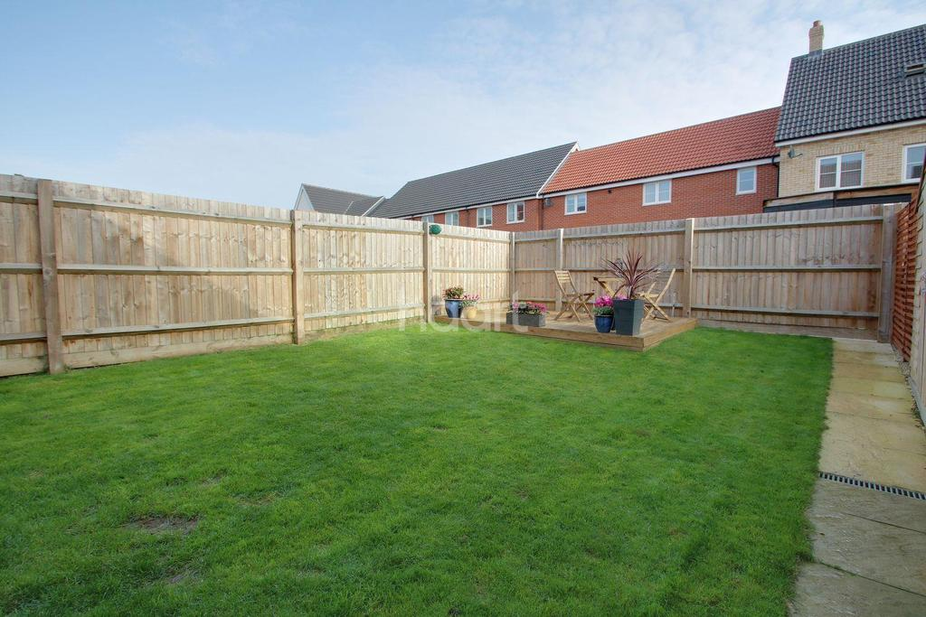4 Bedrooms Detached House for sale in Hedge Sparrow Road, Stowmarket
