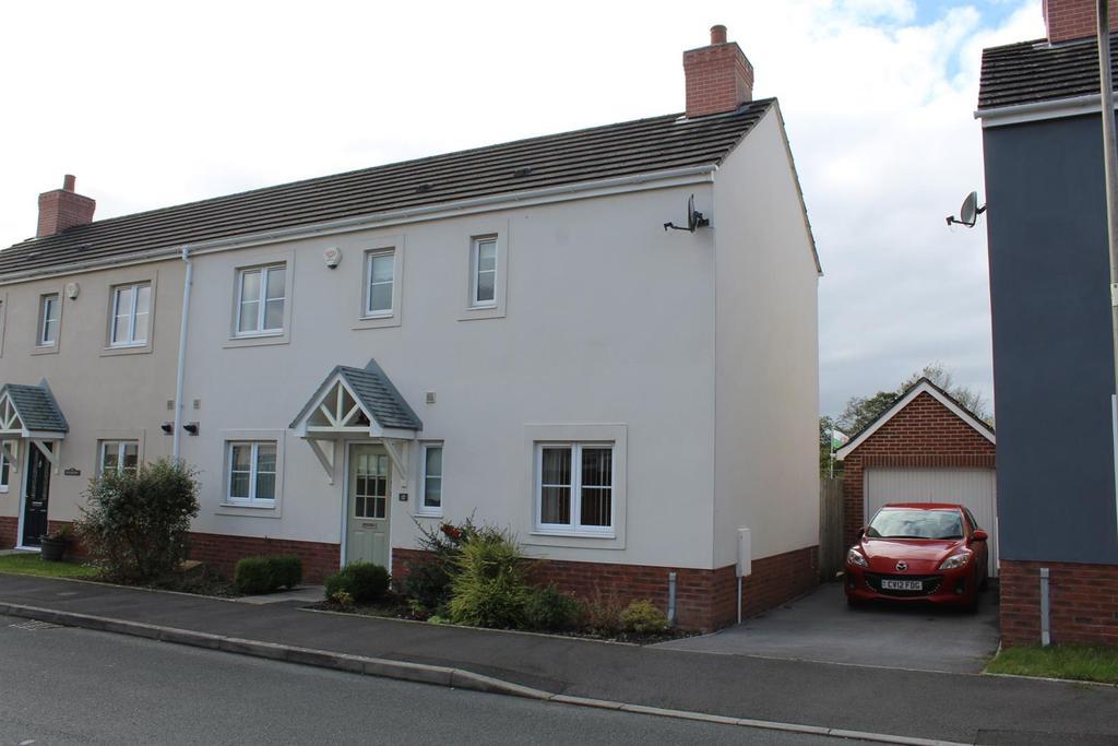 3 Bedrooms Semi Detached House for sale in Erwr Brenhinoedd, Llandybie, Ammanford