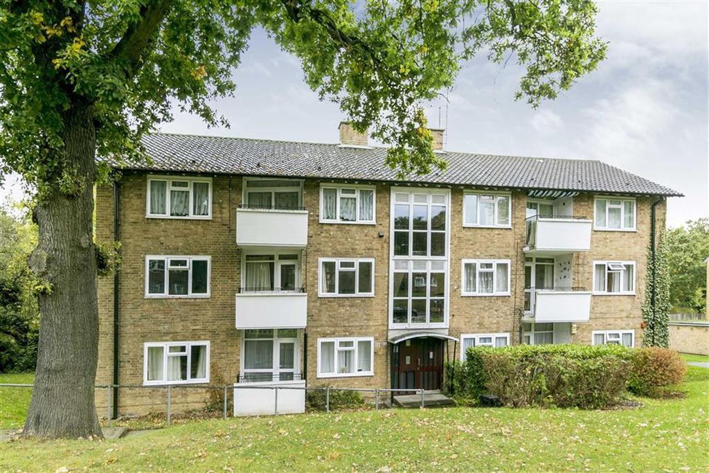 2 Bedrooms Flat for sale in Garrison Lane, Chessington, Surrey