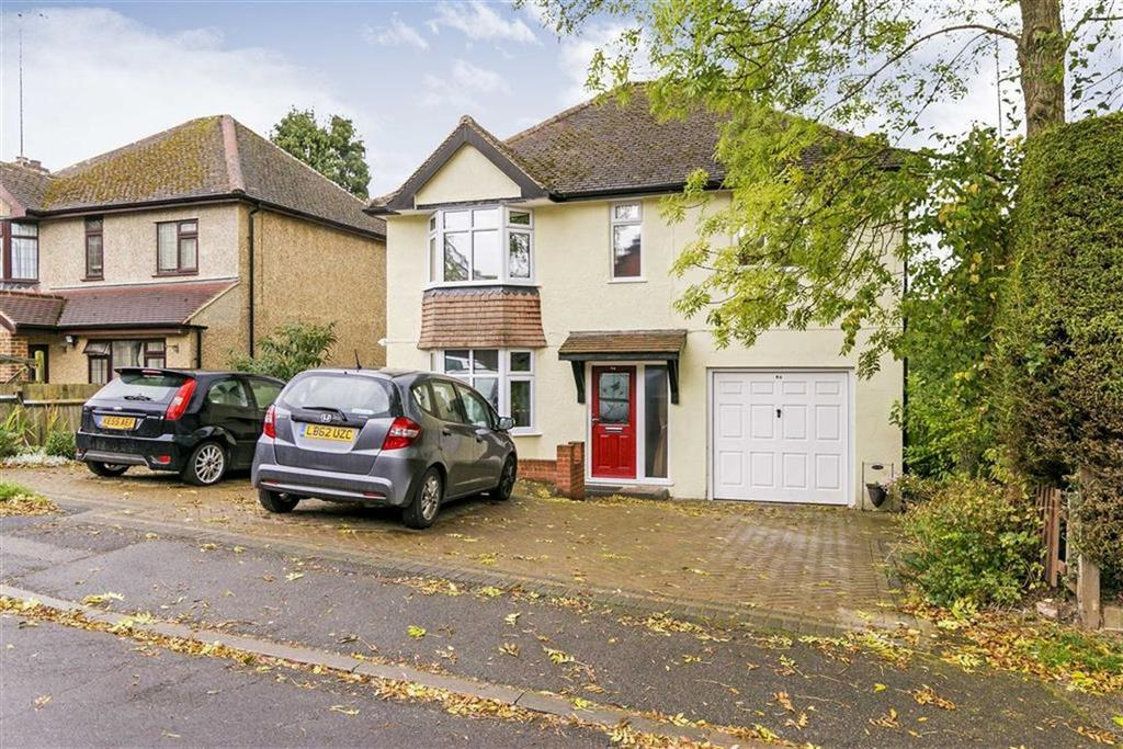 4 Bedrooms Detached House for sale in Rosebery Road, Langley Vale, Surrey