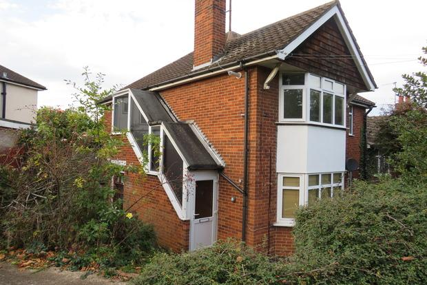 3 Bedrooms Maisonette Flat for sale in London Road, Far Cotton, Northampton, NN4
