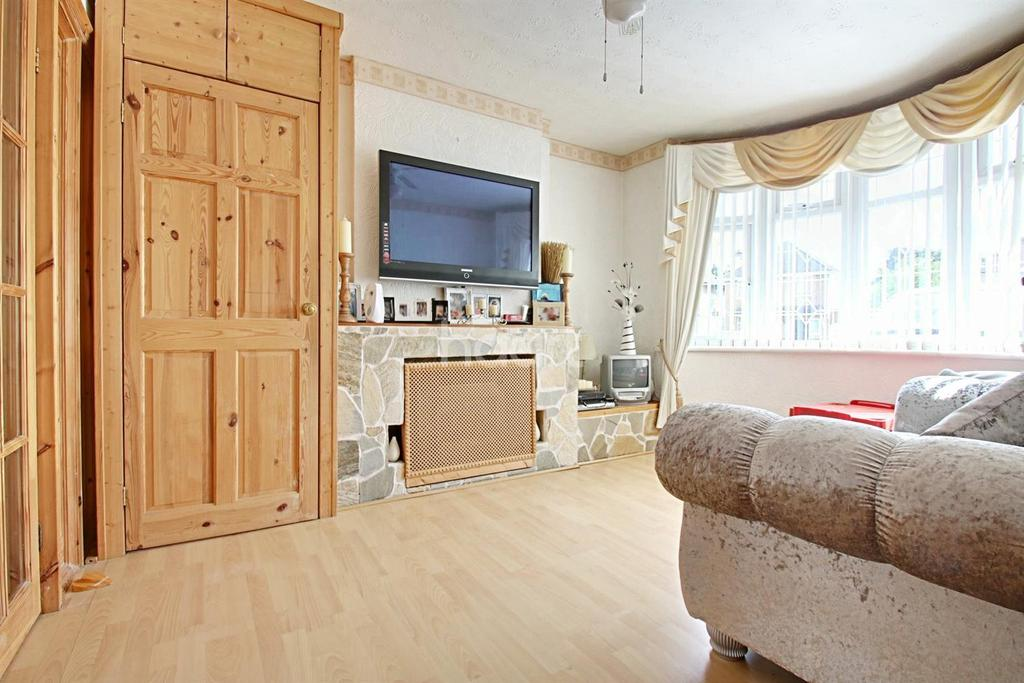 3 Bedrooms Semi Detached House for sale in Fourth Avenue, WD25
