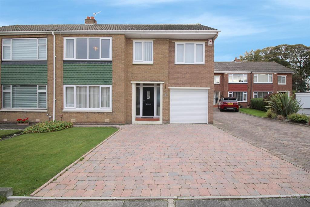 5 Bedrooms Semi Detached House for sale in Burns Close, Whickham, Newcastle Upon Tyne