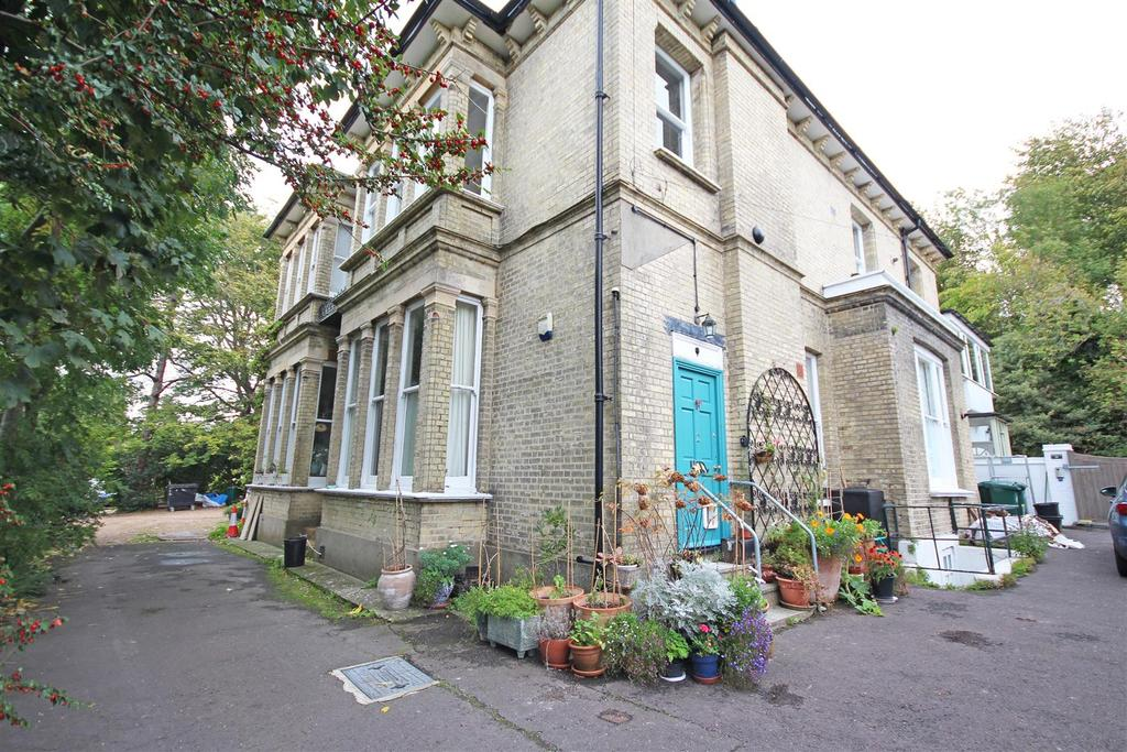 3 Bedrooms Flat for sale in Old London Road, Patcham, Brighton