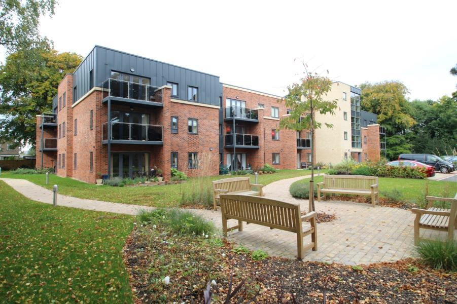 2 Bedrooms Apartment Flat for sale in SOVEREIGN COURT, STAMFORD BRIDGE, YO41 1DQ