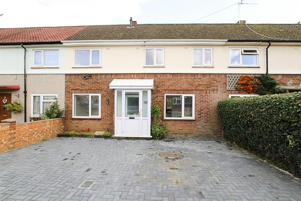 3 Bedrooms Terraced House for sale in Stuart Close, Pilgrims Hatch, Brentwood