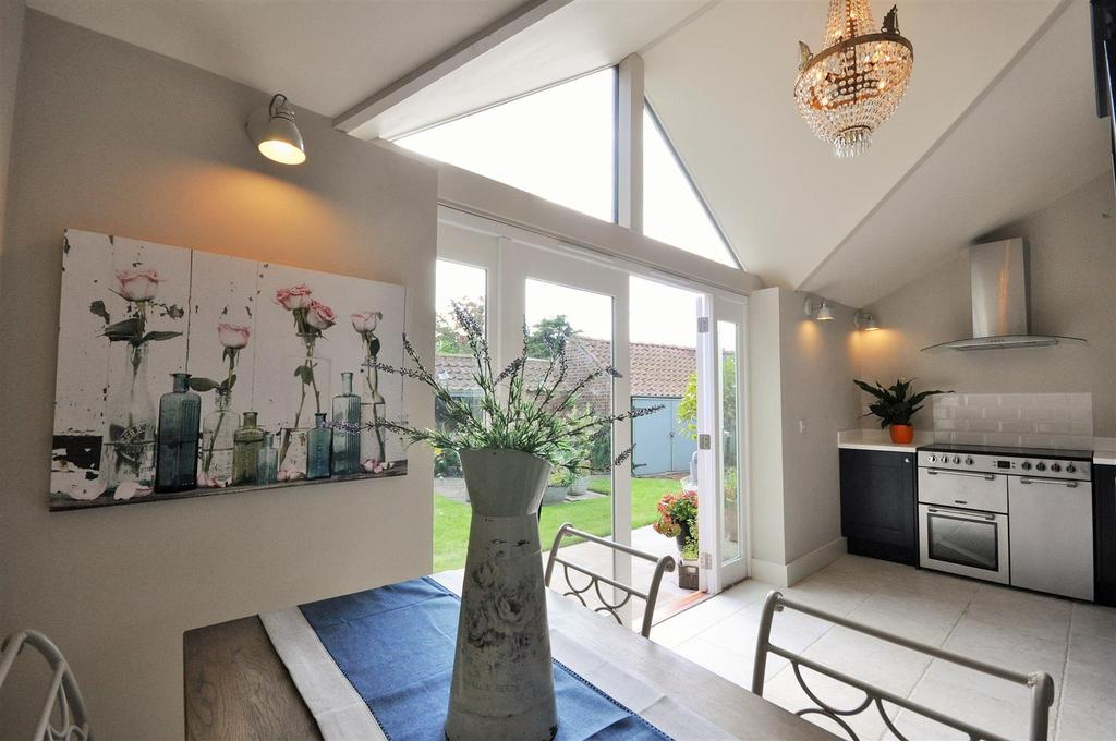 2 Bedrooms Cottage House for sale in Church Hill, Wistow, Selby, YO8 3UU
