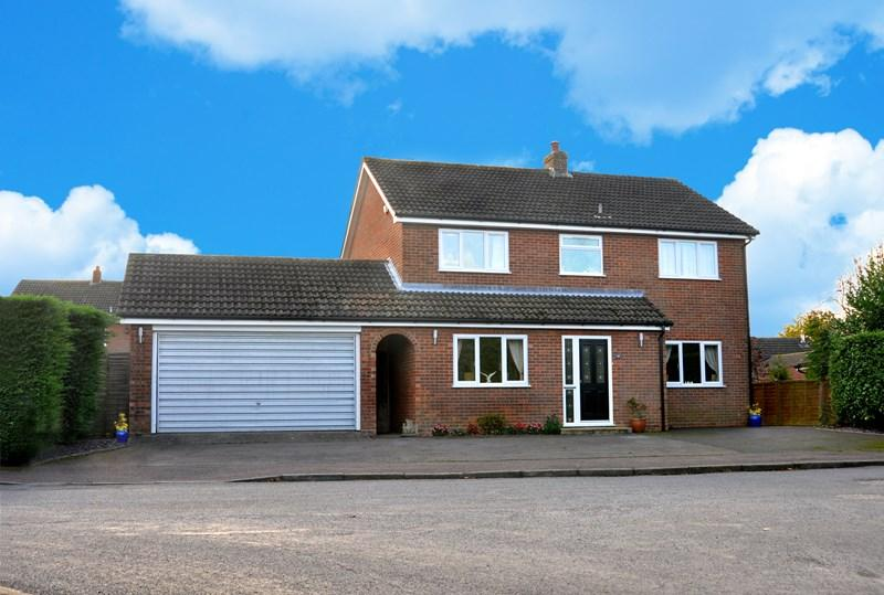 4 Bedrooms Detached House for sale in Boileau Avenue, Tacolneston, Norwich