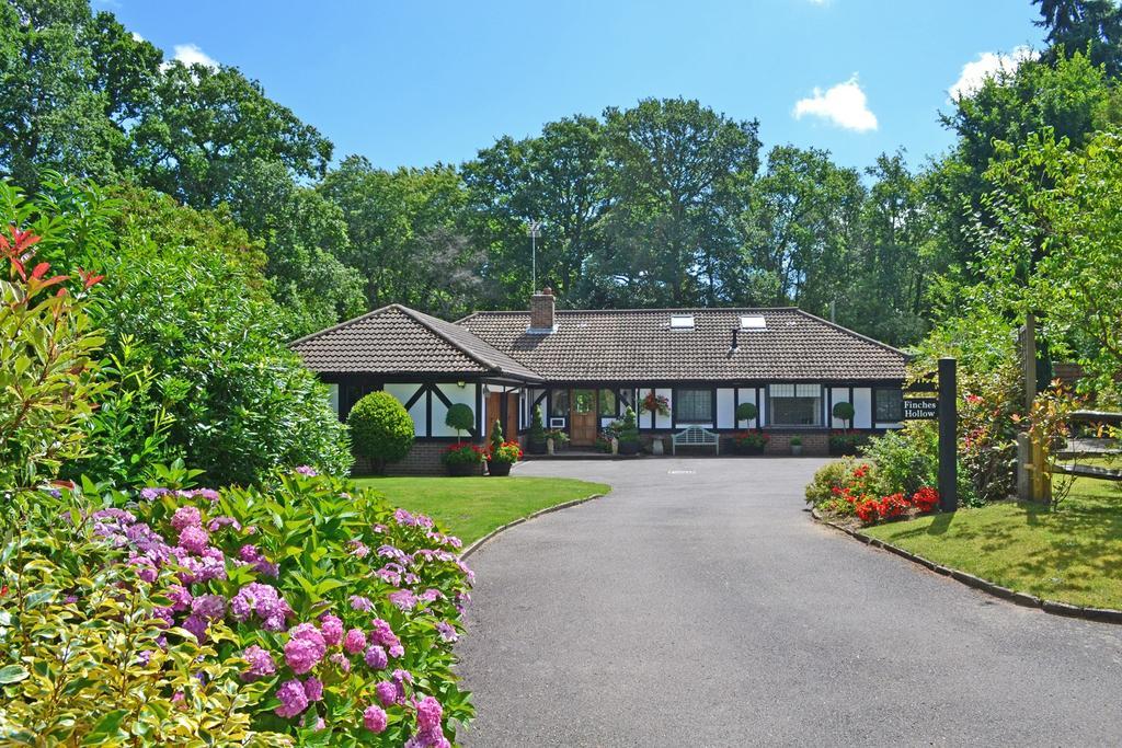 5 Bedrooms Detached House for sale in Edge of village, Storrington, West Sussex, RH20