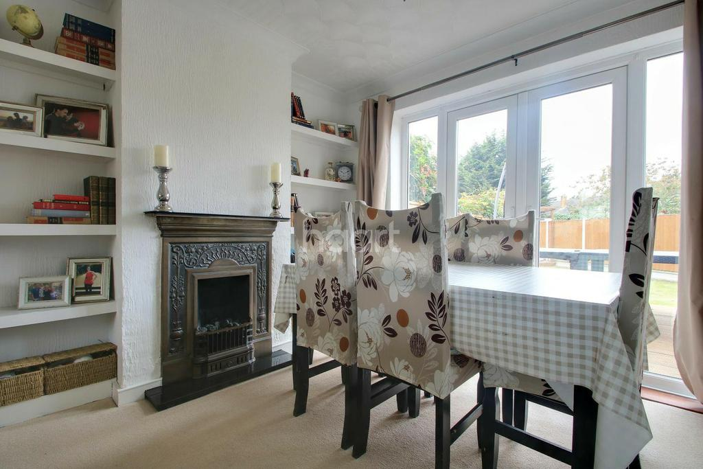 3 Bedrooms Semi Detached House for sale in Christchurch Avenue