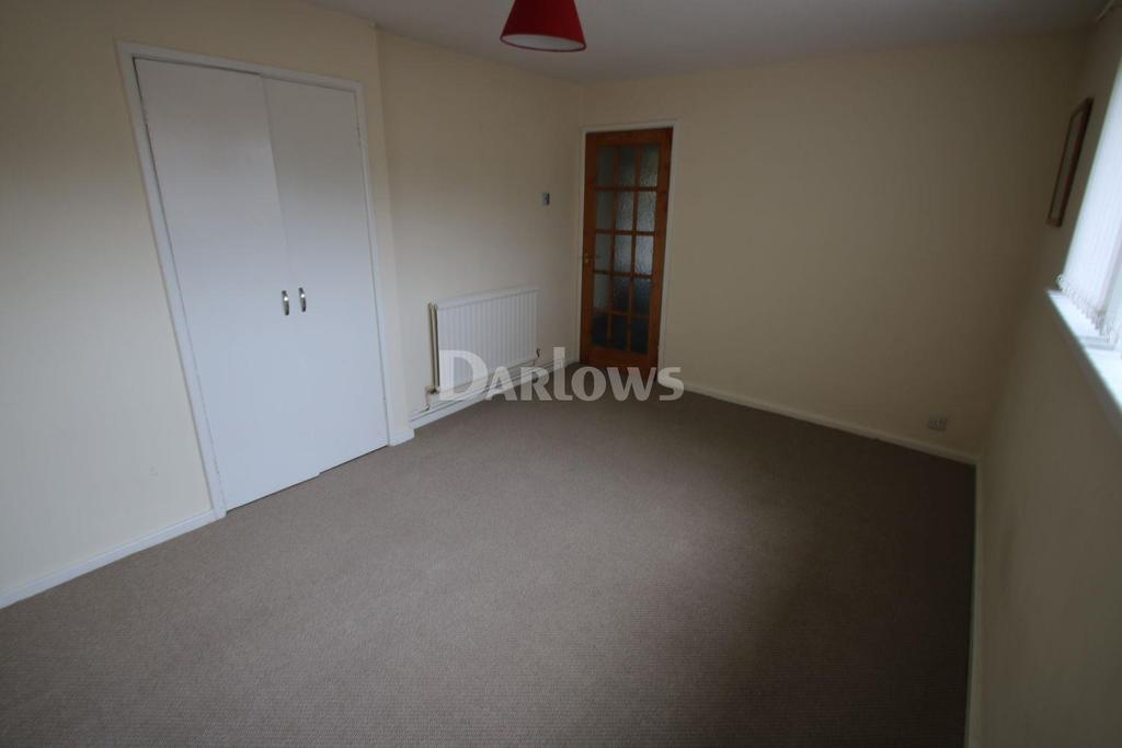 2 Bedrooms Flat for sale in St Georges Court, Tredegar, Blaenau Gwent
