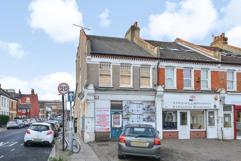 Studio Flat for sale in Garratt Lane, Tooting
