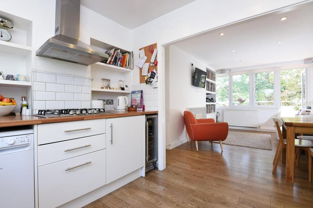 3 Bedrooms Flat for sale in Pagoda Gardens, Blackheath
