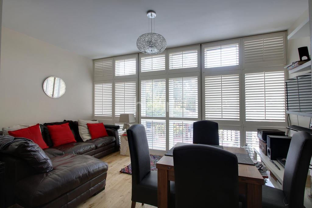 3 Bedrooms Flat for sale in Haling Park Road, South Croydon, CR2