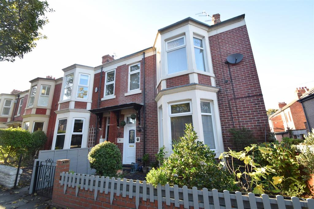 4 Bedrooms Terraced House for sale in Balmoral Gardens, Whitley Bay