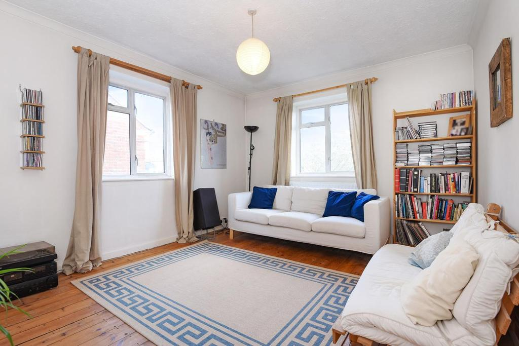 3 Bedrooms Flat for sale in Chestnut Road, Raynes Park