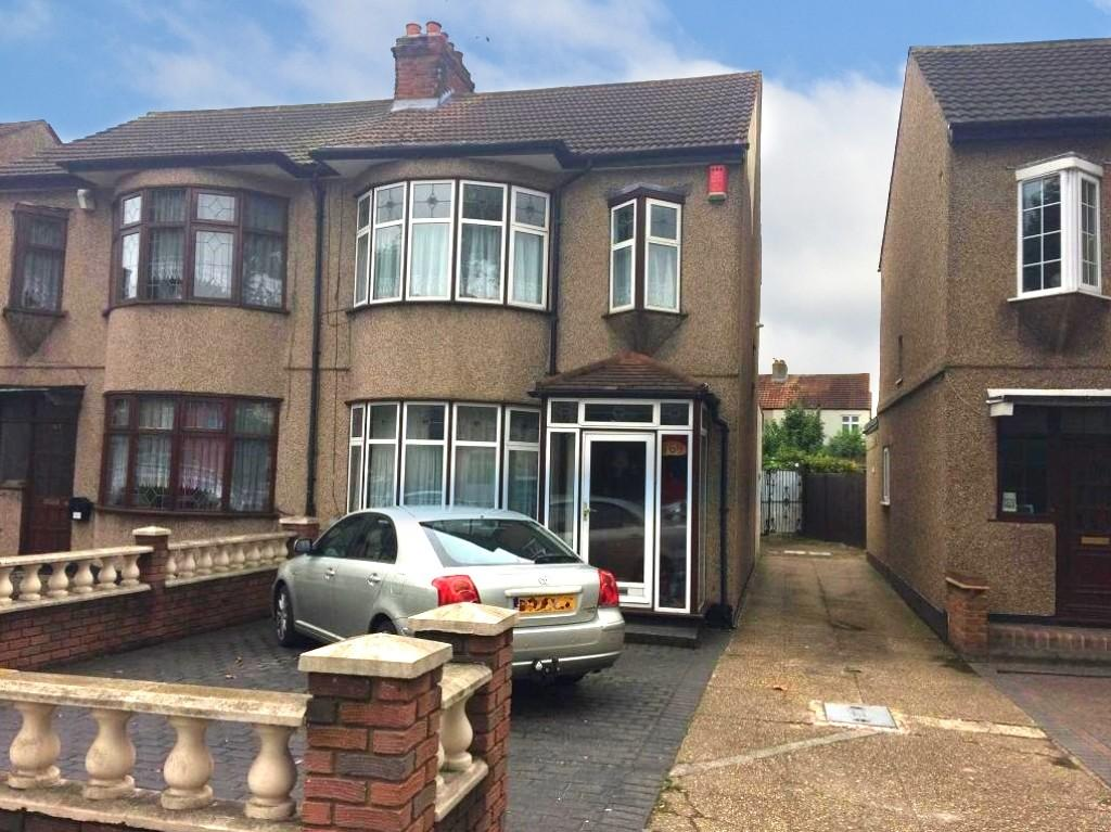 3 Bedrooms Semi Detached House for sale in Rush Green Road, Romford, RM7