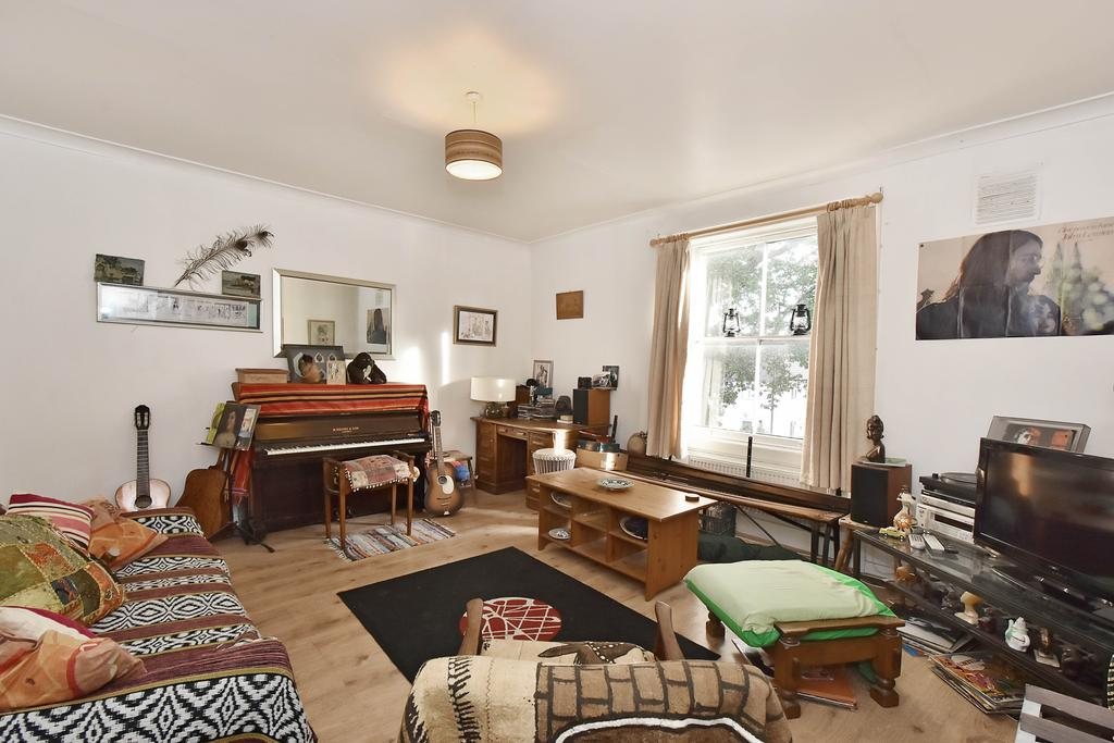1 Bedroom Flat for sale in Gipsy Road, West Norwood, London