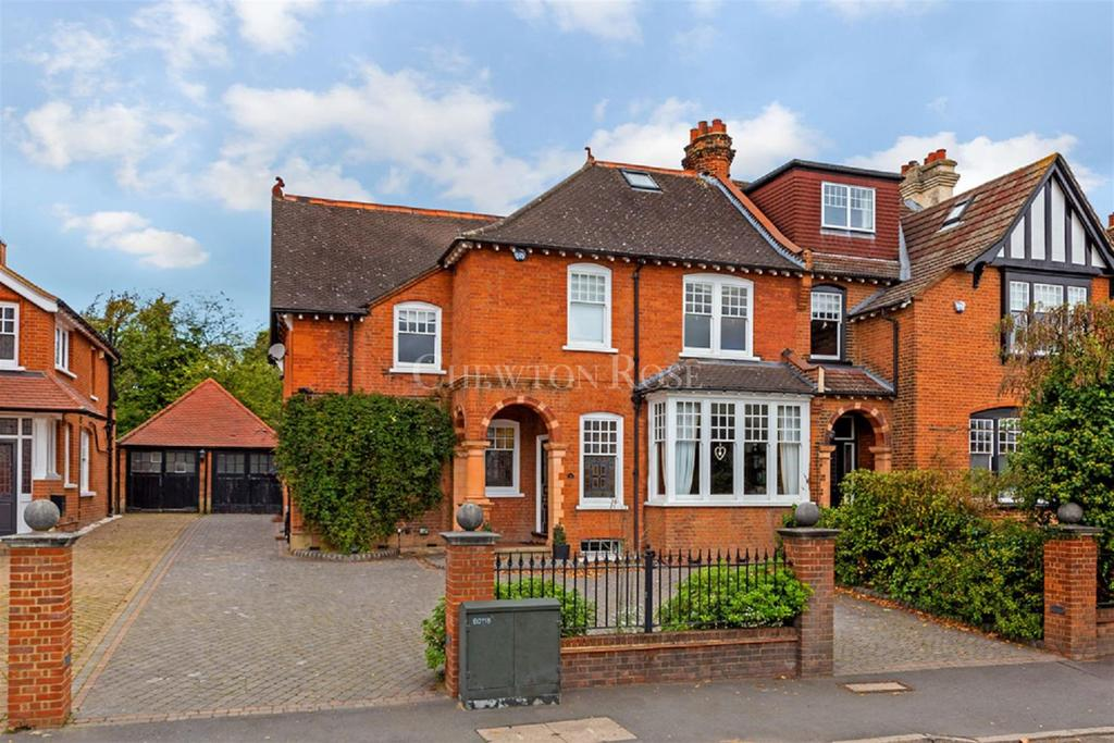 5 Bedrooms Semi Detached House for sale in BUCKHURST HILL