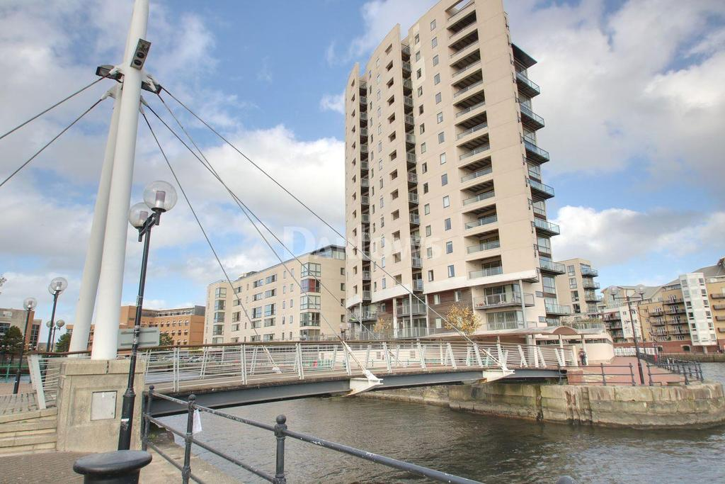 2 Bedrooms Flat for sale in Altair House, Cardiff Bay