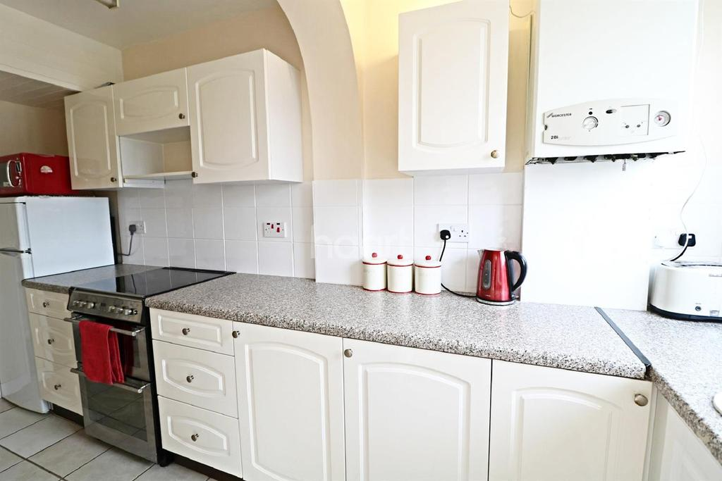 3 Bedrooms Terraced House for sale in Kingswood