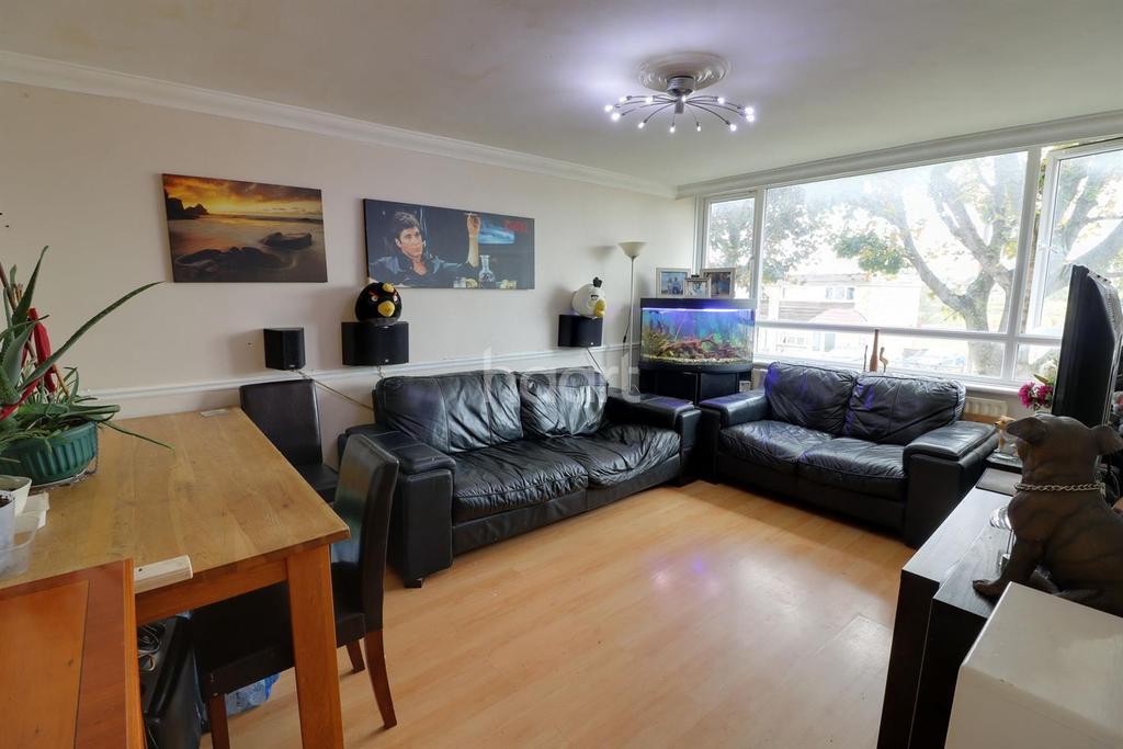 1 Bedroom Flat for sale in Lower Mardyke Avenue