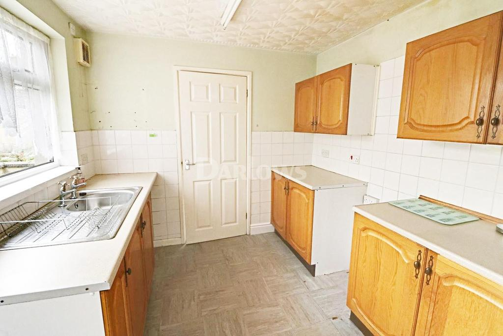 2 Bedrooms Semi Detached House for sale in Hengoed Avenue, Cefn Hengoed