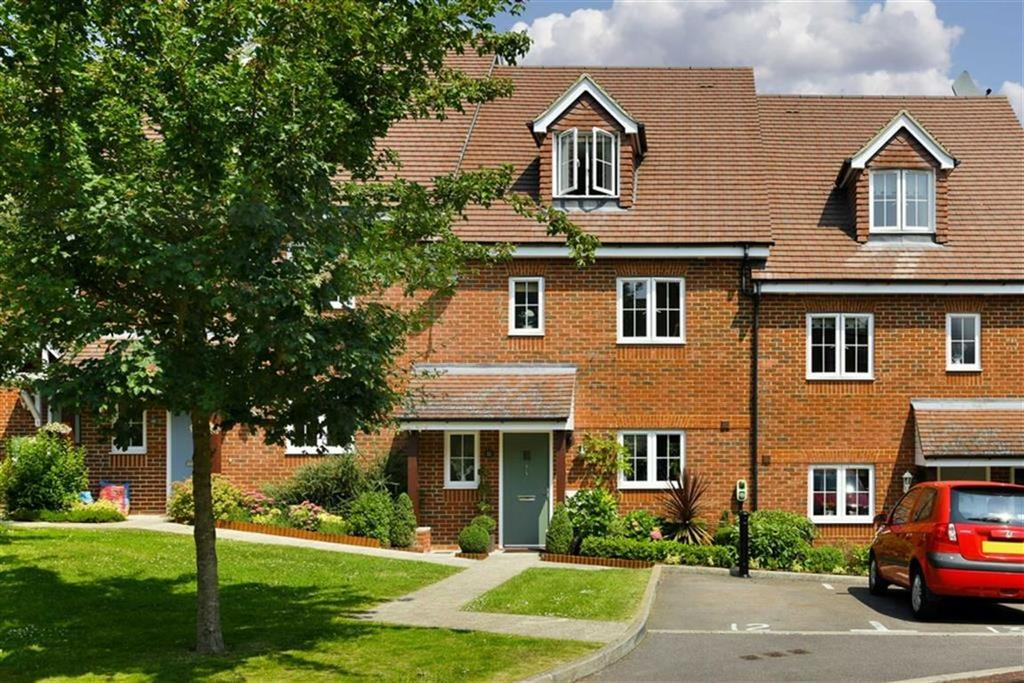4 Bedrooms Town House for sale in Osprey Drive, Epsom, Surrey