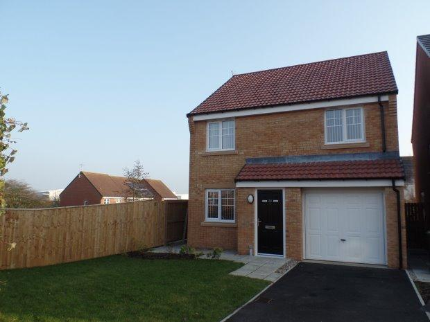 3 Bedrooms Detached House for sale in HANOVER CRESCENT, SHOTTON, PETERLEE AREA VILLAGES