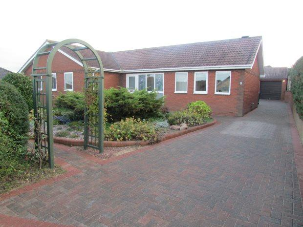 3 Bedrooms Detached Bungalow for sale in CASTLE HOWARD CLOSE, CLAVERING, HARTLEPOOL