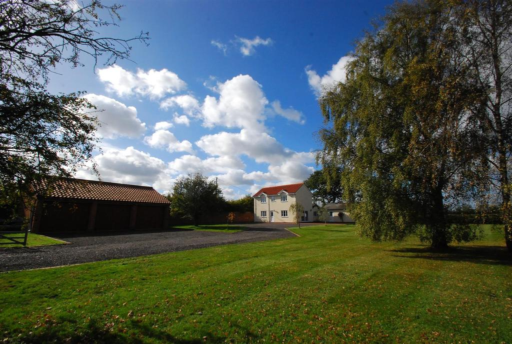 4 Bedrooms Detached House for sale in Hepworth