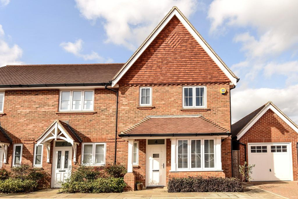 3 Bedrooms End Of Terrace House for sale in Farriers Walk, Horsham, RH12
