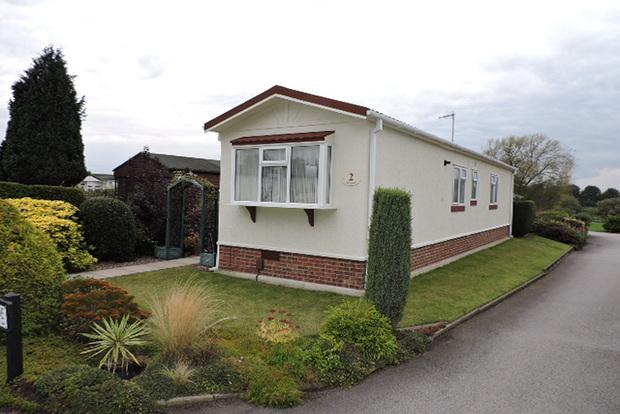 2 Bedrooms Park Home Mobile Home for sale in Oak Avenue, Radcliffe-on-Trent, Nottingham, NG12